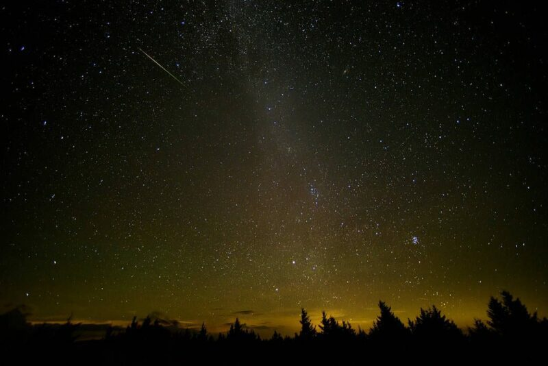 A Rare And Spectacular 'Unicorn' Meteor Outburst Could Be Happening Tonight